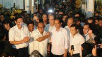 Calon presiden dari PDI Perjuangan Joko Widodo dan calon presiden Partai Golkar Aburizal Bakrie telah bertemu di Pasar Gembrong