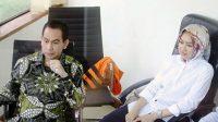 Adik kandung Gubernur Banten, Ratu Atut Chosiyah, Tubagus Chaeri Wardana alias Wawan (kiri) ditemani istrinya yang juga Wali Kota Tangerang Selatan, Airin Rachmi Diany sebelum menjalani sidang perdananya di Pengadilan Tindak Pidana Korupsi, Jakarta Selatan, Kamis (6/3/2014). Wawan diduga terlibat dalam dugaan suap pengurusan sengketa Pilkada di Mahkamah Konstitusi (MK) yang juga melibatkan mantan Ketua MK, Akil Mochtar. (TRIBUNNEWS/DANY PERMANA)