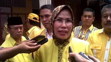 Ratu Tatu Chasanah saat diwawancarai wartawan usai Rapimda Golkar Kabupaten Serang Selasa 19 Agustus 2014