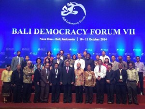 ‏Bali Media Forum participants in. Group photo with Indonesian President Susilo Babang Yudhoyono. Matiullah Jan
