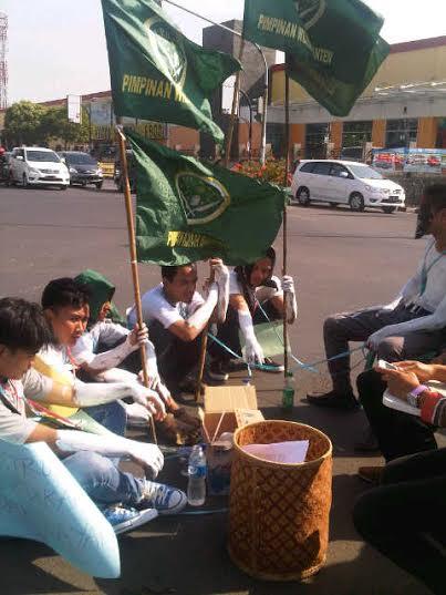 Pengurus Ikatan Pelajar Nahdhatul Ulama (IPNU) menagih janji Presiden Joko Widodo untuk menetapkan 1 Muharam sebagai Hari Santri Nasional.
