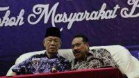 Gubernur Kepri Muhamad Sani berbincang dengan Walikota Batam Ahmad Dahlan di Golden View, Selasa (10/02/2015) @halokarimun