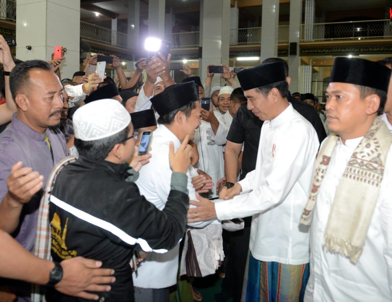 presiden-salat-tarawih-bersama-masyarakat-kuningan-8