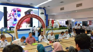Menhub mengadakan konferensi pers di Posko Tingkat Nasional Angkutan Lebaran Terpadu Tahun 2018, Kantor Kemenhub, Minggu (17/6). (Foto: Kemenhub)