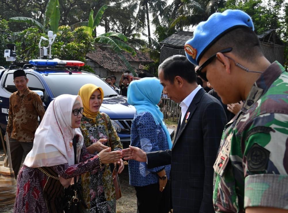 kunjungan-kerja-ke-jabar-presiden-resmikan-lembaga-keuangan-mikro-nelayan-6-1