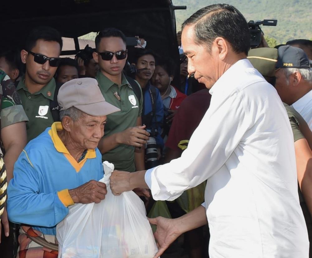 presiden-jokowi-tinjau-langsung-penanganan-korban-gempa-di-lombok-timur-11-1