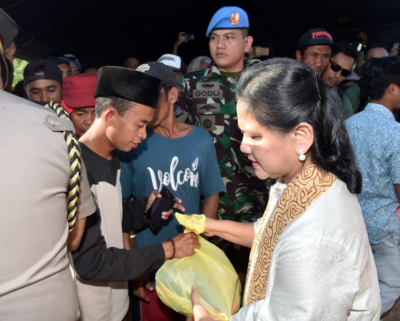 presiden-jokowi-tinjau-langsung-penanganan-korban-gempa-di-lombok-timur-16