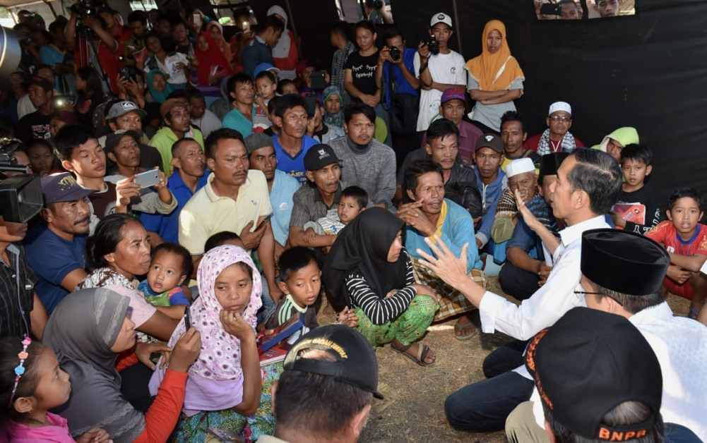presiden-jokowi-tinjau-langsung-penanganan-korban-gempa-di-lombok-timur-22-1