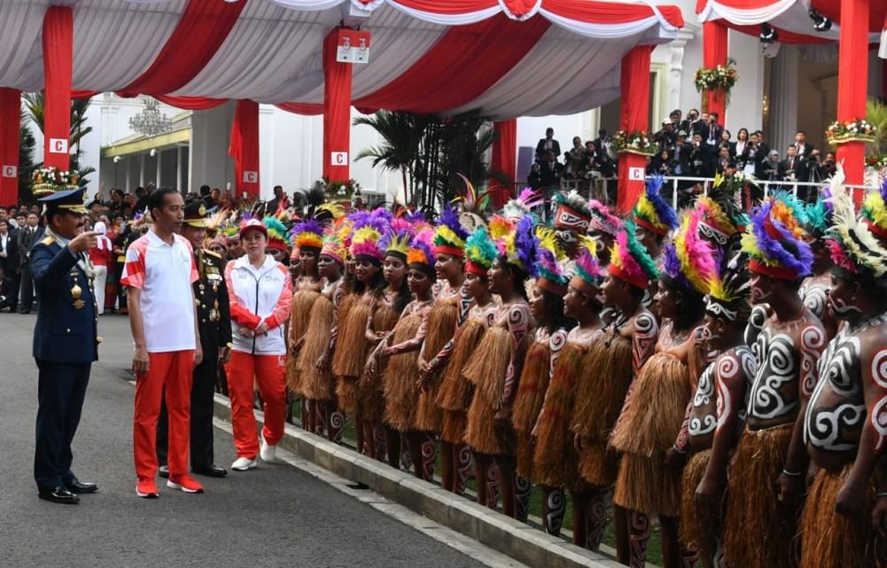 kirab-obor-asian-games-2018-meriahkan-upacara-penurunan-sang-merah-putih-di-istana-merdeka-4-1