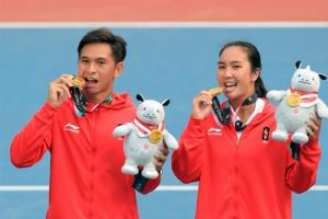 pasangan Aldila Sutjiadi/Christopher Rungkat yang merebut medali emas nomor ganda campuran cabang tenis.