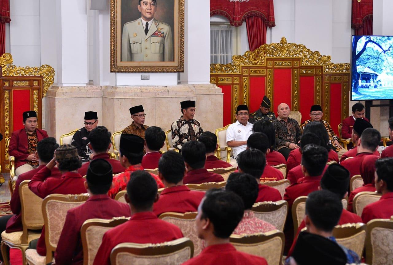 bertemu-mahasiswa-presiden-tekankan-pentingnya-konektivitas-antardaerah-di-indonesia-4