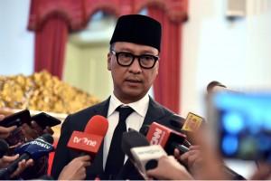 Mensos, Agus Gumiwang kepada wartawan usai dilantik Presiden Joko Widodo sebagai Menteri Sosial (Mensos), di Istana Negara, Jakarta, Jumat (24/8) sore. (Foto: Humas/Oji).