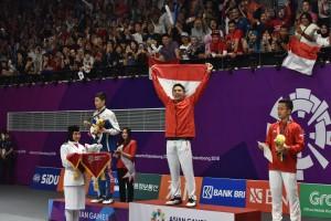 Pebulutangkis Jonatan Christie atau Jojo menjuarai nomor tunggal putra Asian Games 2018, setelah di final, di Istora GBK, Jakarta, Selasa (28/8) siang, mengalahkan Chou Tien Chen (China Taipei). (Foto: OJI/Humas)