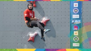 Aries Susanti saat bertanding di JSC Sport Climbing, Palembang, Sumatra Selatan (Sumsel), Kamis (23/8).
