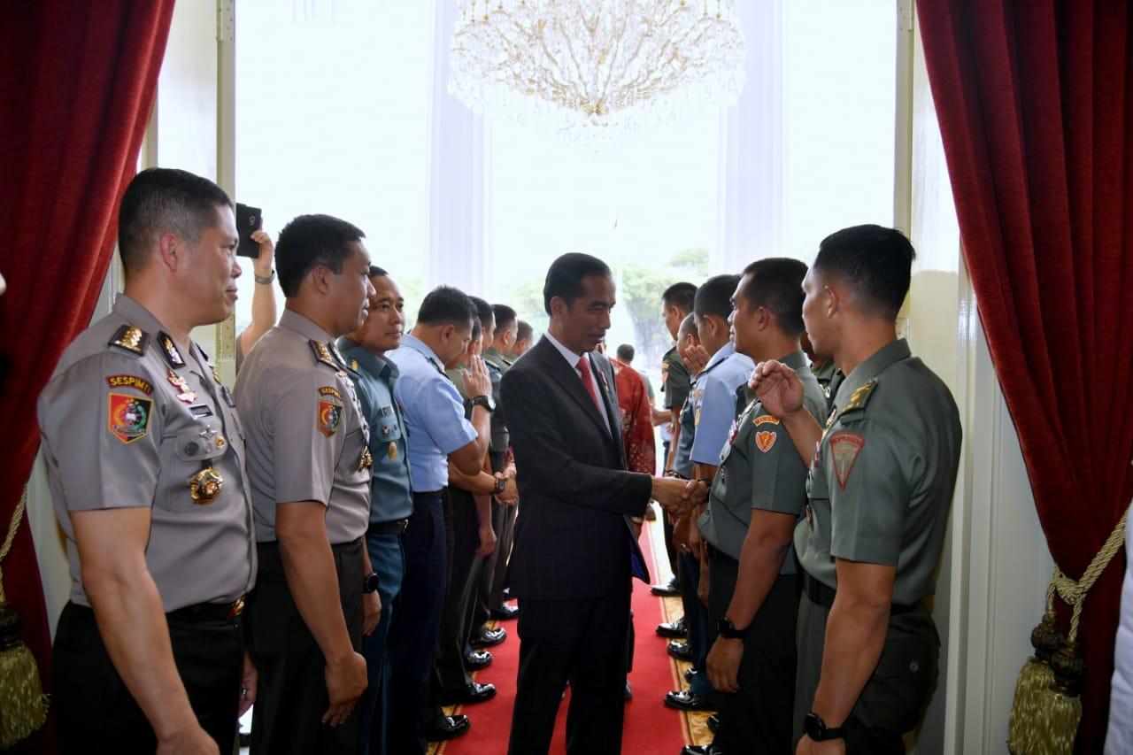 presiden-ingatkan-perwira-tni-polri-untuk-ikuti-perkembangan-zaman-16