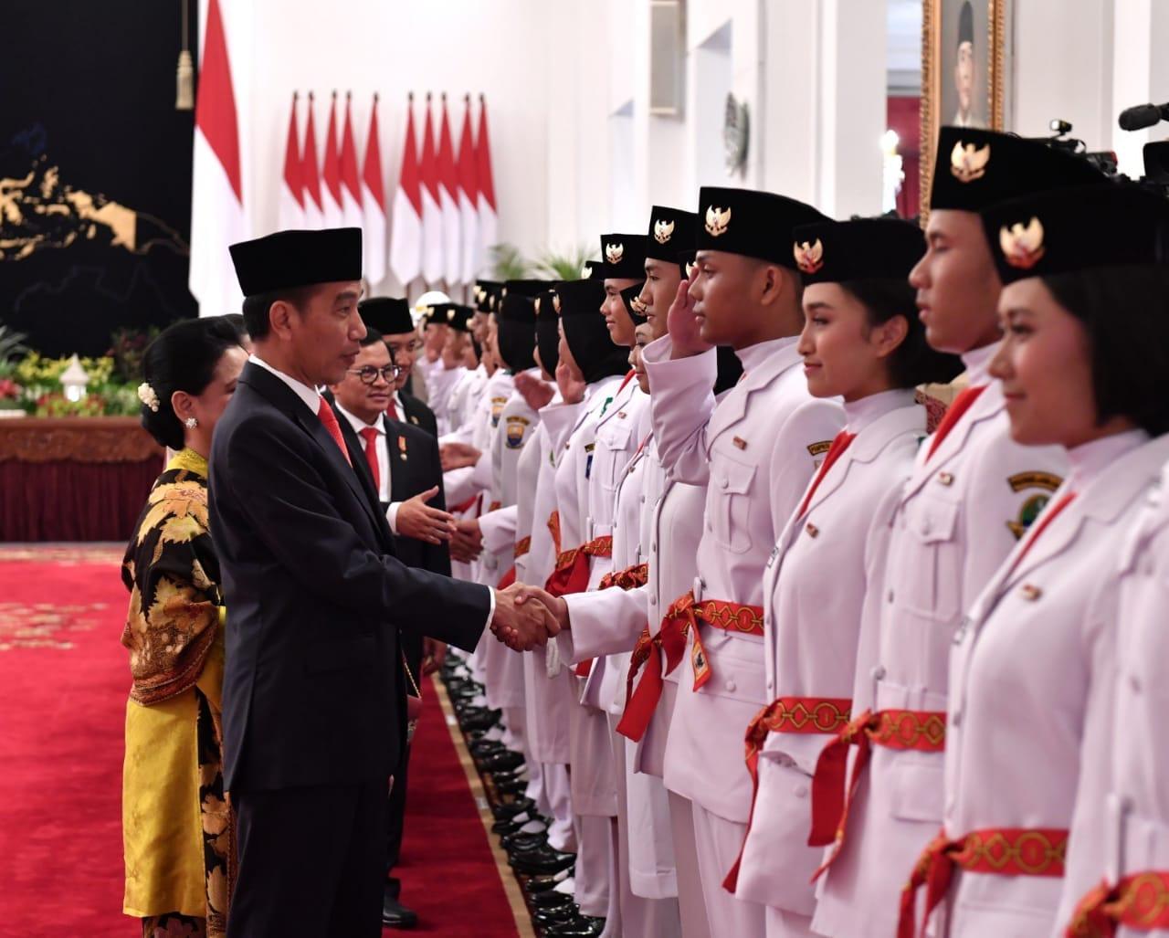 presiden-jokowi-kukuhkan-anggota-paskibraka-2018-di-istana-negara-11