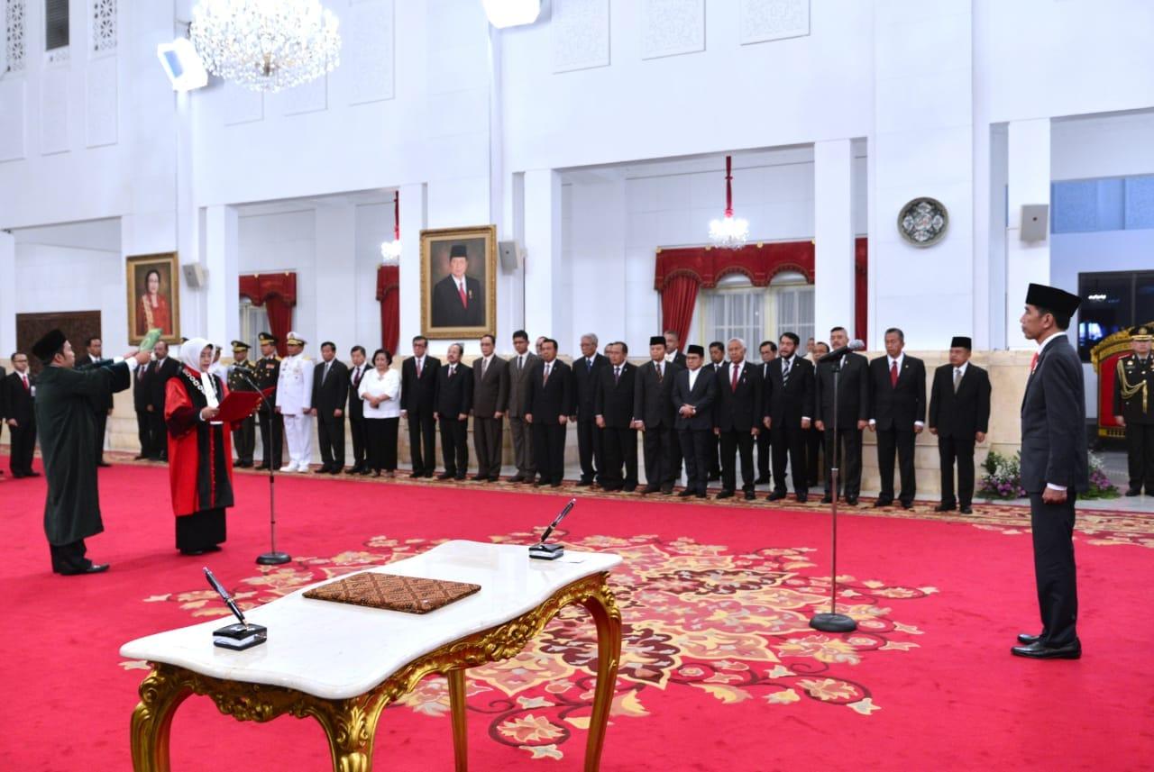 presiden-jokowi-saksikan-pengucapan-sumpah-jabatan-hakim-konstitusi-4