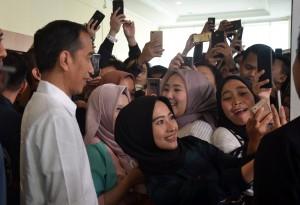 Presiden Jokowi pada acara Young on Top National Conference 2018, di Kartika Expo Balai Kartini, Kuningan, Jakarta Selatan, Sabtu (25/8). (Foto: Humas/Jay).