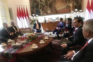 Presiden Jokowi didampingi sejumlah menteri menerima mantan Wakil Perdana Menteri Malaysia, Anwar Ibrahim, di Istana Kepresidenan Bogor, Jabar, Kamis (30/8) pagi. (Foto: OJI/Humas)