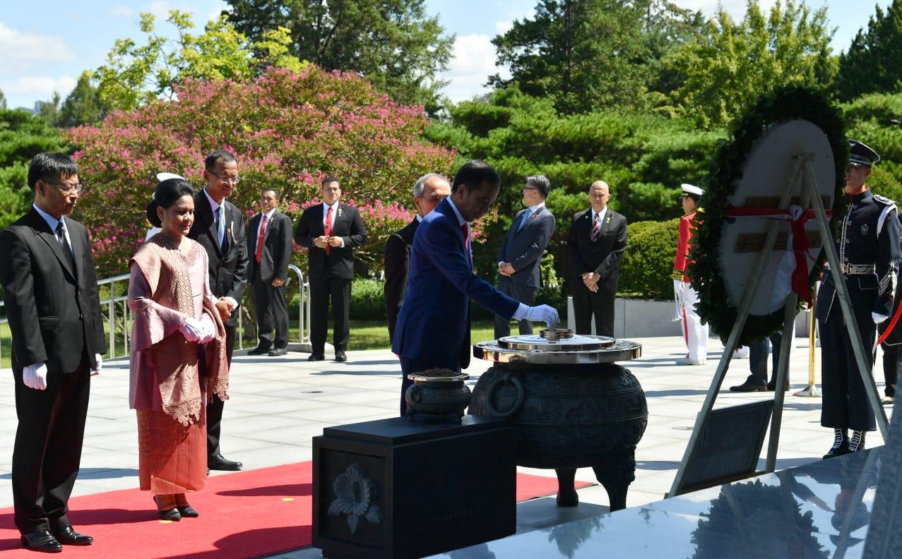presiden-jokowi-disambut-upacara-kenegaraan-di-istana-changdeok-82