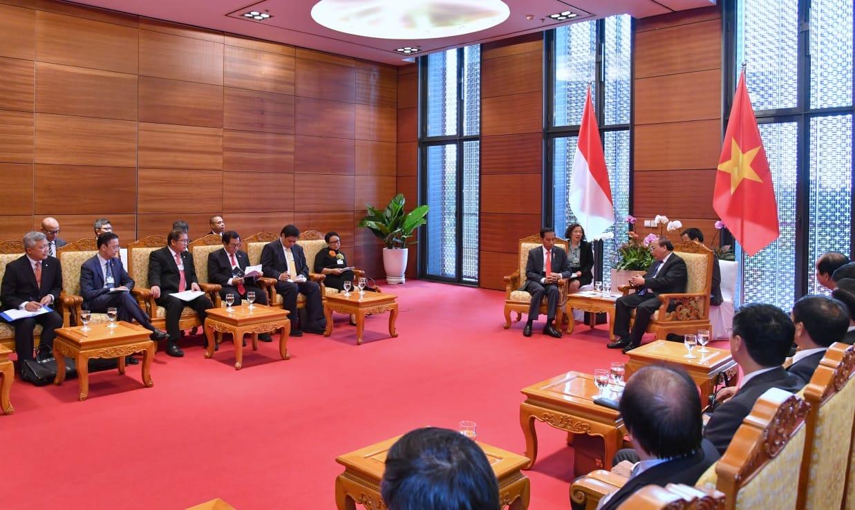 presiden-jokowi-bertemu-dengan-pm-vietnam-bahas-kemitraan-indonesia-vietnam-6