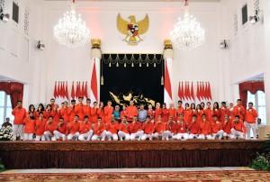 Presiden Jokowi berfoto bersama Peraih Medali Asian Games 2018, di Istana Negara, Jakarta, Minggu (2/9). (Foto: Humas/Jay)