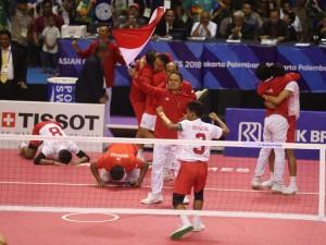 Tim sepak takraw putra meraih medali emas ke-31 usai memenangi partai final di Ranau Hall, Jakabaring Sport City, Palembang, Sabtu (1/9). (Foto: Humas Kemenpora).
