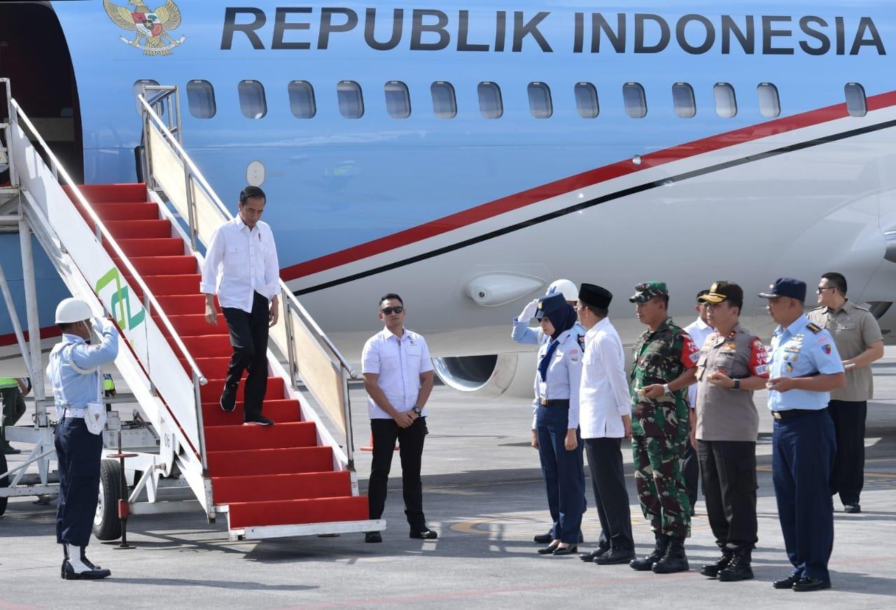 kembali-kunjungi-lombok-presiden-serahkan-langsung-bantuan-korban-gempa-2