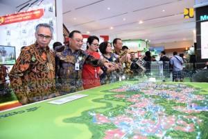 Dirjen Kementerian PUPR dan pejabat terkait usai pembukaan Indonesia Properti Expo (IPEX) 2018, di Hall A & B Jakarta Convention Center (JCC), Senayan, Jakarta, Sabtu (22/9). (Foto: Kementerian PUPR)