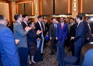 Presiden Jokowi menghadiri Forum Bisnis dan Investasi RI-Korsel, di Lotte Hotel, Seoul, Senin (10/9) pagi. (Foto: BPMI Setpres)
