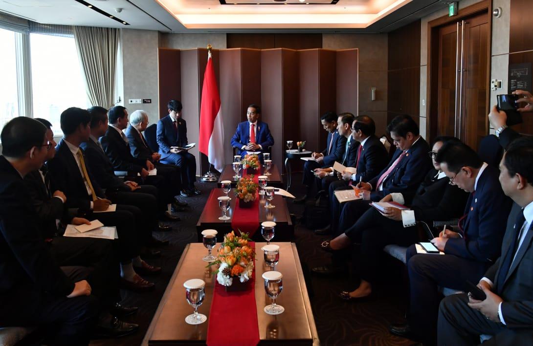 presiden-jokowi-bertemu-dengan-empat-pimpinan-perusahaan-korea-selatan-3