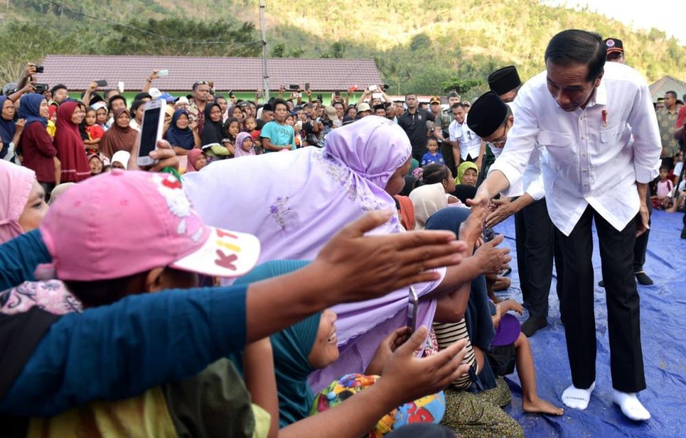 presiden-jokowi-kembali-gelar-rapat-terbatas-di-lokasi-pengungsian-gempa-lombok-8-1