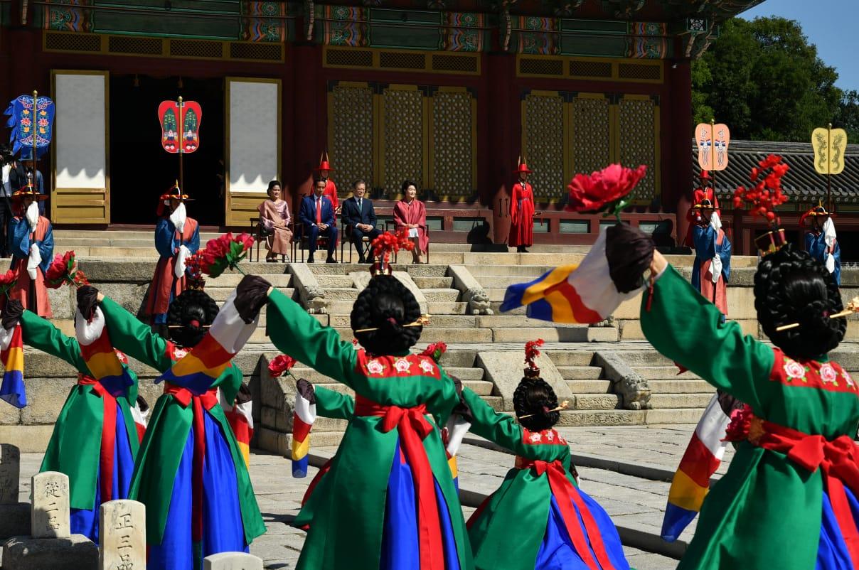 presiden-jokowi-disambut-upacara-kenegaraan-di-istana-changdeok-33