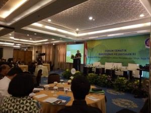 JAM Intelijen Dr. Jan S. Maringka menyampaikan paparan dalam Forum Tematik Bakohumas, di Hotel Atlet Century, Jakarta, Selasa (25/9) pagi. (Foto: Heni/Humas)