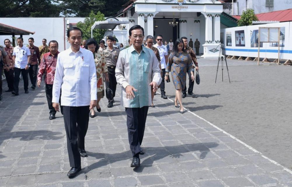 silaturahmi-ke-keraton-jogja-presiden-santap-jajanan-khas-yogyakarta-10-12