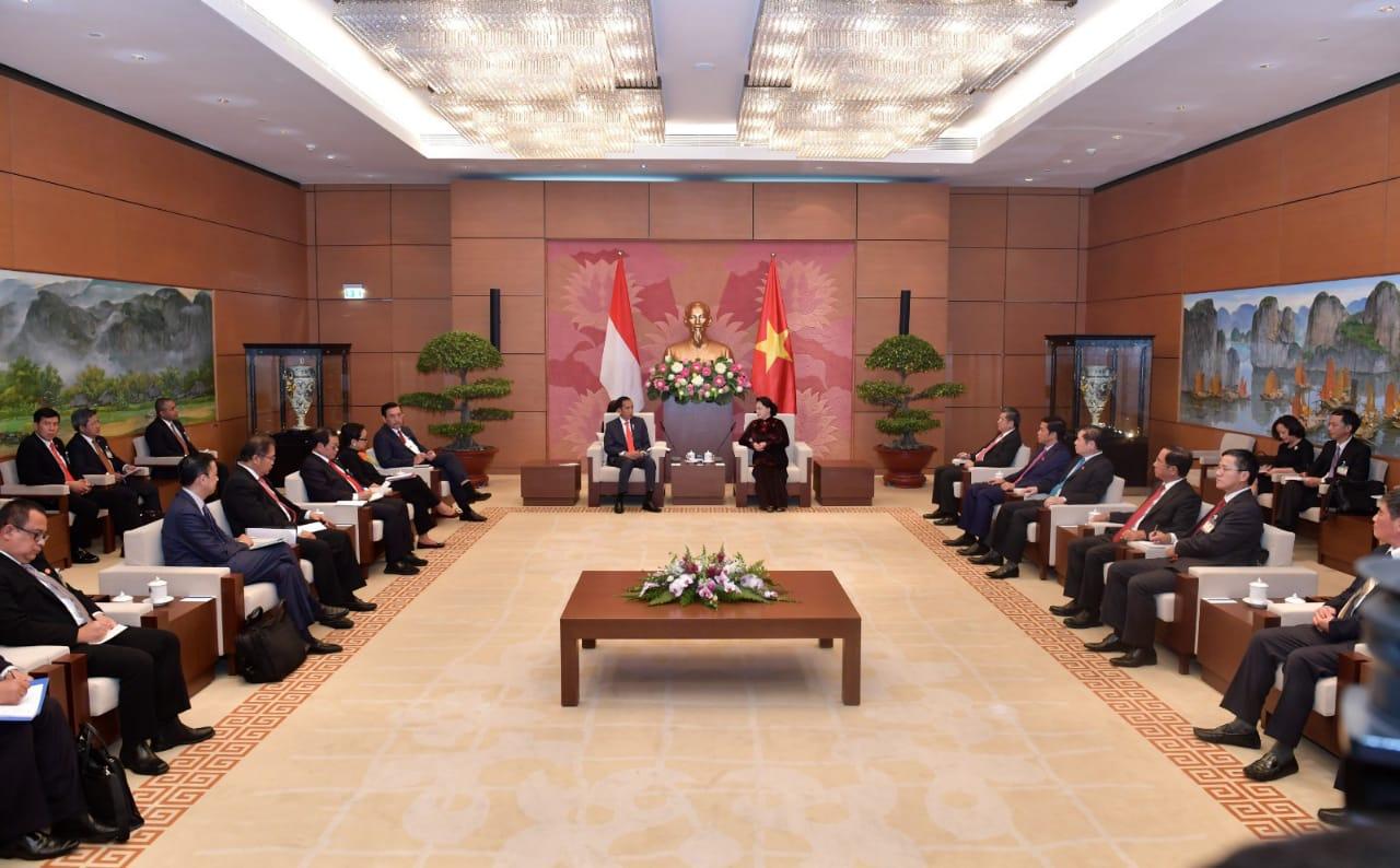 tiga-isu-yang-disampaikan-presiden-jokowi-saat-bertemu-parlemen-vietnam-3