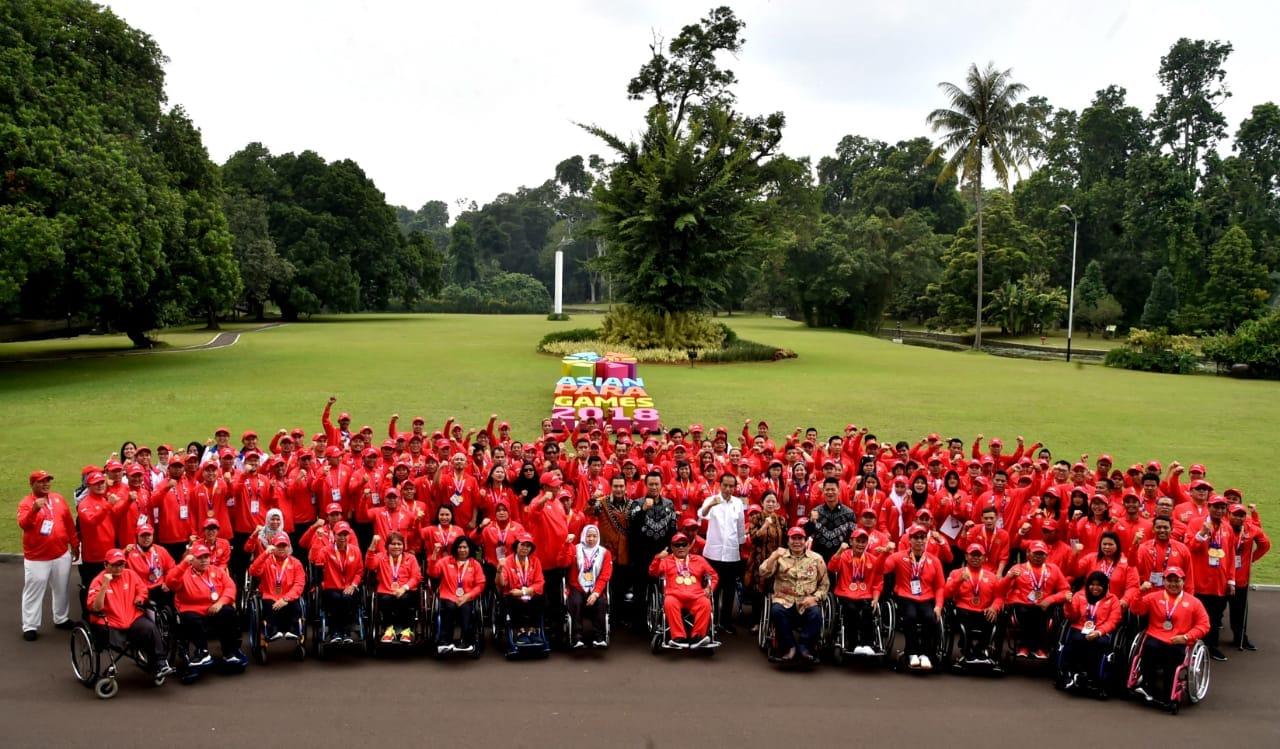 presiden-berikan-bonus-dan-silaturahmi-dengan-atlet-asian-para-games-di-istana-bogor-4