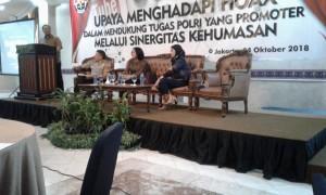 Para narasumber yang tampil dalam Forum Tematik Bakohumas Mabes Polri, di Amos Cozy Hotel, Jakarta Selatan, Kamis (4/10) siang. (Foto: Heni/Humas)