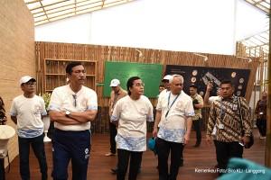 Menko Kemaritiman Luhut B. Pandjaitan didampingi Menkeu Sri Mulyani meninjau persiapan Pertemuan Tahunan IMF-WBG 2018, di Nusa Dua, Bali, Minggu (7/10) siang. (Foo: Humas Kemenkeu)