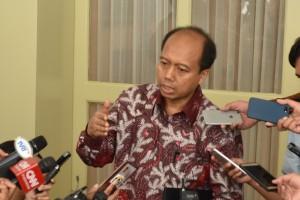 Kepala Pusat Data, Informasi, dan Humas BNPB Sutopo Purwo Nugro menjawab wartawan, di Istana Kepresidenan Bogor, Jabar, Jumat (5/10) sore. (Foto: JAY/Humas)