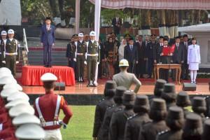 Presiden Jokowi menjadi Inspektur Upacara pada Peringatan Hari Kesaktian Pancasila, di Pancasila Sakti, Lubang Buaya, Jakarta, Senin (1/10) pagi. (Foto: JAY/Humas)