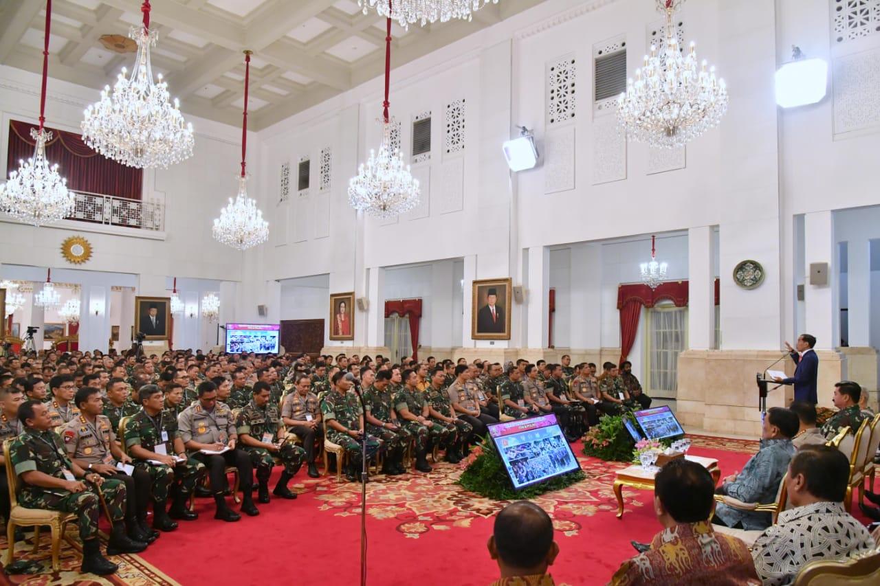 presiden-jokowi-minta-tni-polri-respons-revolusi-industri-4-0-31