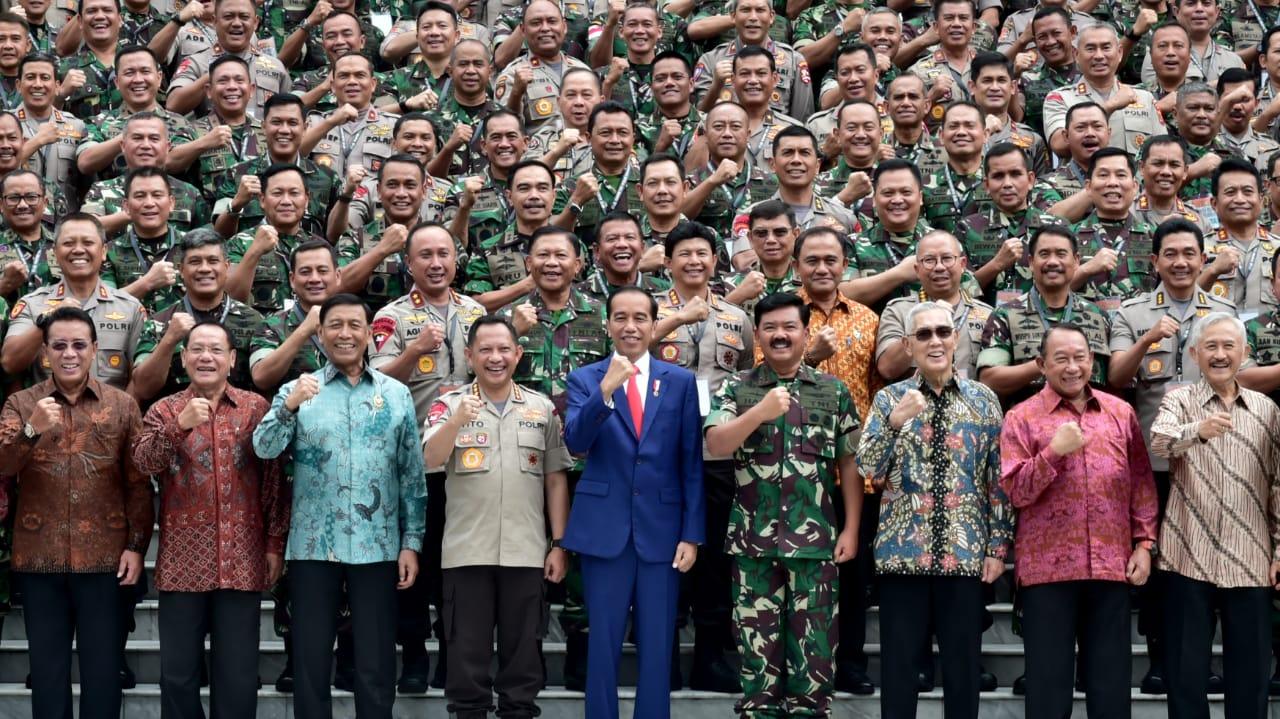 presiden-jokowi-minta-tni-polri-respons-revolusi-industri-4-0-14