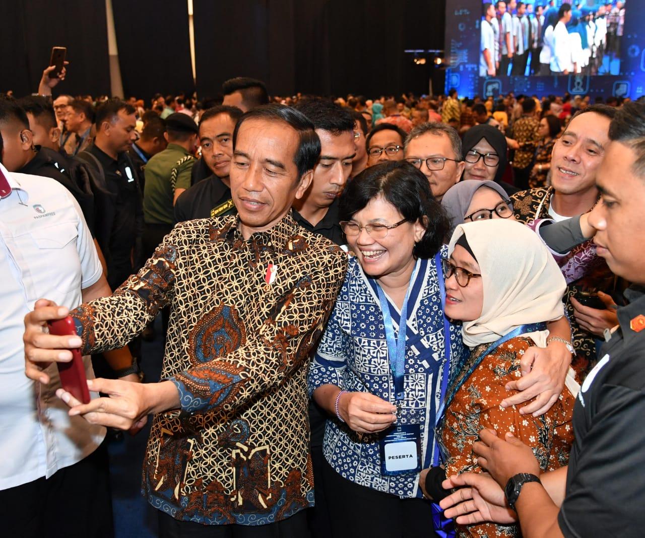 presiden-jokowi-pemerintah-beri-perhatian-besar-bagi-perkembangan-pasar-rakyat-23