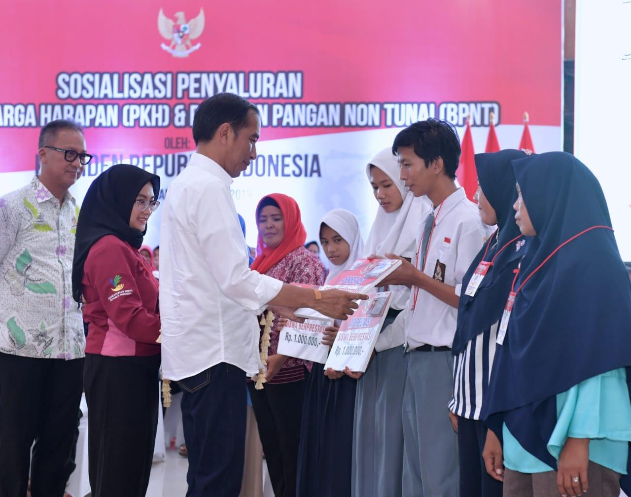 presiden-jokowi-salurkan-bantuan-pkh-di-pangkalpinang-19