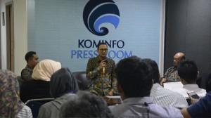 Dirjen Aptika Kementerian Kominfo saat peluncuran layanan aplikasi Chatbot Anti Hoaks tersebut di Jakarta, Jumat (12/4). (Foto: Kementerian Kominfo)