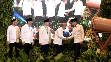 Presiden Jokowi menghadiri acara buka puasa bersama jajaran pengurus dan anggota HIPMI, di Hotel Ritz Carlton, Jakarta, Minggu (26/5) malam. (Foto: Setpres)