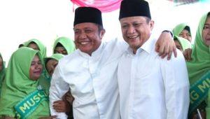 Gubernur Sumsel Herman Deru (kiri) bersama adik kandungnya Lanosin atau ENos (kanan). (IST)