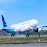 Pesawat milik Garuda Indonesia saat take off di bandara. (foto: Instagram Garuda Indonesia)