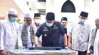 Gubernur Sumsel Herman Deru saat melaksanakan Safari Jumat di Masjid Husnul Khotimah Sukawinatan, Jumat (15/1/2021)